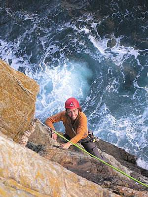 Sea cliff climbing course at Gogarth - Castell Helen
